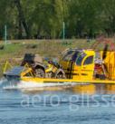 грузовая аэролодка в движении по воде